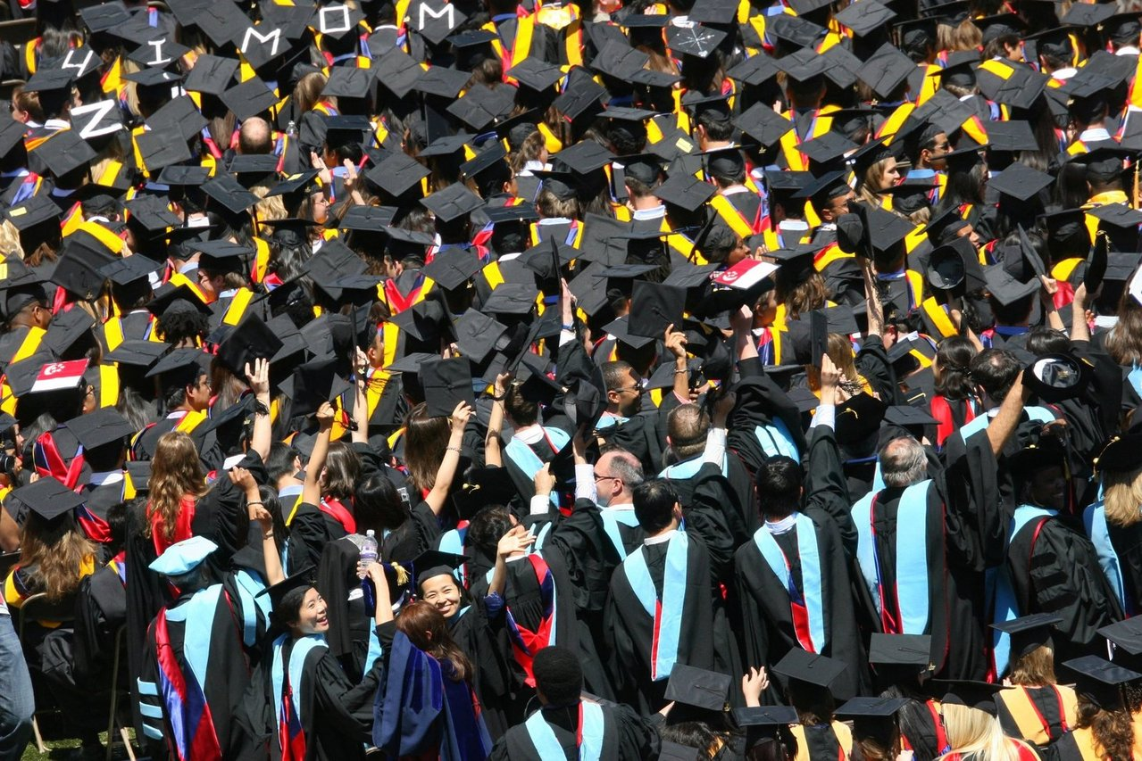 graduates-1177183-1279x852